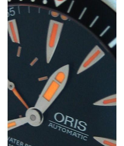 ORIS Diver 1000m Auto date ขนาด 47mm หน้าปัดดำประดับพรายน้ำส้ม บอกวันที่ตำแหน่ง 6 นาฬิกา กระจกแซฟไฟล