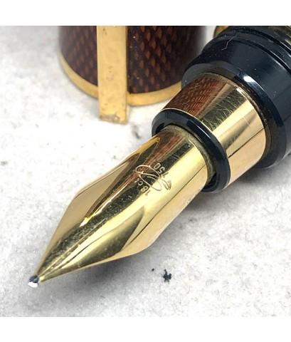 ปากกาหมึกซึม DUPONT LAGUE DE CHINE ตัวเรือนเคลือบแลคเกอร์แดงลาย ขนาดตัวด้ามยาว14 cm  สภาพสวยกล่องใบอ