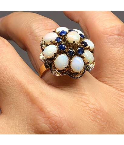 แหวนทองรูปทรงโบราณประดับพลอยโอปอลขาว 9 เม็ด สลับพลอยไพลินเจียรไน  8 เม็ด ตัวเรือน 18k Yellow gold น้