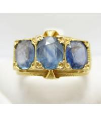 แหวน ไพลิน เจียร 3 เม็ด แกะลายไทย งานทองเก่า หลุดจำนำ นน. 8.88 g