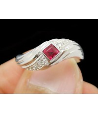แหวน ทับทิม Princess 1 เม็ด ฝังเพชร 8 เม็ด 0.08 กะรัต ทอง18K งานสวย น่ารักมาก นน. 4.28 g