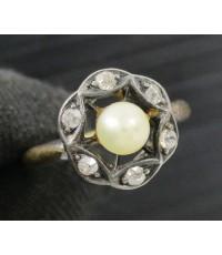 แหวน มุก สีขาว 4 มิล ล้อมเพชรกุหลาบ 6 เม็ด 0.12 กะรัต ทองK 2 สี งานสวย น่ารักมาก นน. 2.07 g