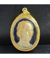 เหรียญ รัชกาลที่ 5 หลัง จปร. กะไหล่ทองลงยา เลี่ยมทองเก่า นน. 17.04 g