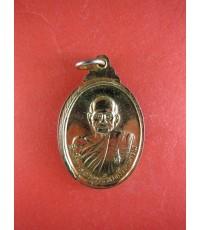 เหรียญกะไหล่ทองพุฒาจารย์นวม หลัง พระแก้วมรกต ปี26