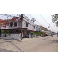 (บ้านเช่าไปแล้ว) บ้านเช่าดอนเมือง / ทาวน์เฮาส์ให้เช่าราคาถูก ปรับปรุงใหม่หลังหัวมุม จอดรถได้หลายคัน