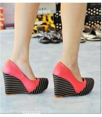 รองเท้าแฟชั่นเกาหลีส้นเตารีดตกแต่งด้วยลายขวาง