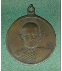 เหรียญรุ่นแรกหลวงพ่อดัด วัดท่าโบสถ์ หันคา เนื้อฝาบาตร หายาก  สภาพใช้