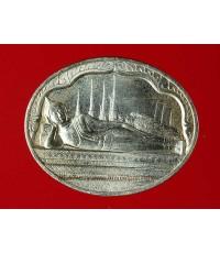 เหรียญพระนอนปางไสยาสน์ วัดโพธิ์ หลัง ภปร ในหลวงครบ 5 รอบ 5 ธันวา ปี30 (เนื้อเงิน) พร้อมซองกองกษาปณ์