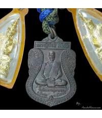 ตะกรุด 4 ดอก พร้อมเหรียญเสมา ชุด พระแก้วมรกต หลวงปู่เจียม รุ่น ทหารพระเจ้าอยู่หัว วัดอินทราฯ ปี 49
