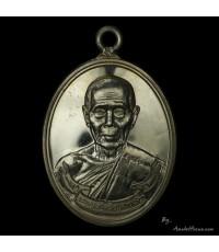 เหรียญห่วงเชื่อมรุ่นแรก หลวงปู่บัว  รุ่น สร้างบารมี ออกวัดศรีบูรพา ปี ๕๔ เนื้อเงิน หมายเลข ๗๓๐