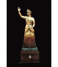 ประติมากรรม ทรงโบกพระหัตถ์ สูงรวมฐาน 89 ซม. เนื้อบรอนซ์นอกสีทองวาว ศิลปิน อ.ศักดิ์วุฒิ วิเศษมณี