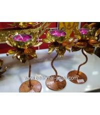 ดอกบัวทองแกะสลักโลหะปิดแผ่นทองคำเปลว ก้านดอกสูง ใส่เทียนหอมอะโรม่าบนดอกบัวทอง ขนาด 3.5 นิ้ว สูง 6.5