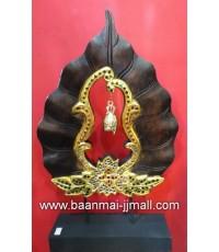 ใบโพธิ์และระฆังทองมหามงคล ทำจากไม้ปิดแผ่นทองคำ ประดับตกแต่งกระจกสีลวดลายไทย