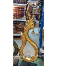 พญานาคทองมหามงคล ทำจากไม้ลงลักปิดแผ่นทองคำตกแต่งลายไม้ด้วยเส้นทอ ประดับกระจกสี ตั้งบนแท่นไม้