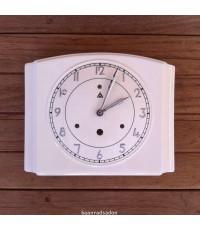 นาฬิกาเรือนกระเบื้อง สีครีม