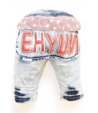 กางเกงยีนส์เด็กฟอกขาสั้น 3 ส่วน กระเป๋าหลังสกรีน Ehyun