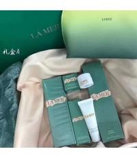 La mer The Hydrating Essentials Collection ชุดฟื้นฟูบำรุงผิวพิเศษ 4 ชิ้นพร้อมกระเป๋าในกล่องของขวัญ