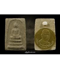 พระสมเด็จพิมพ์ใหญ่ รุ่นสุดท้าย หลวงพ่อชาญณรงค์ อภิชิโต ปี 2529 ด้านหลังติดเหรียญรุ่นแรก