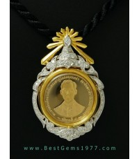 M688-1427 กรอบพร้อมเหรียญทองกาญจนาภิเษก พระบาทสมเด็จพระเจ้าอยู่หัวภูมิพล อดุลยเดชฯ