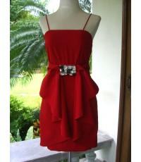 **ขายแล้วค่ะ** Dress สายเดี่ยวสีแดงจัดจ้าน จับผ้าด้านหน้ามาชนกันแล้วระบายเป็นรูปโบว์แล้วคาดด้วยเพชร