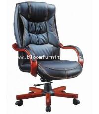 เก้าอี้ผู้บริหารหุ้มหนัง PU ขาและแขนหุ้มไม้ มีโช๊คปรับระดับได้