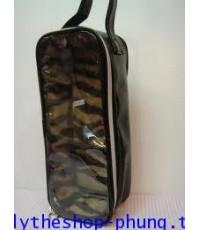 กระเป๋าใส่น้องบลายธ์ ลายหนังสีดำ