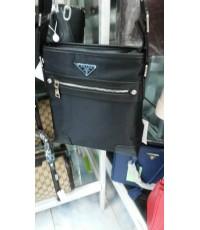 กระเป๋าสะพายแบน PRADA