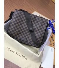 Louis Vuitton Damier  District MM