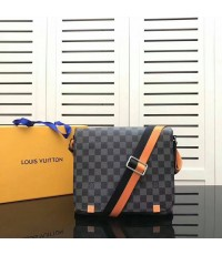 Louis Vuitton Damier district PM