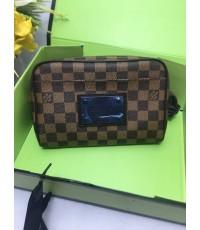 Louis Vuitton  กระเป๋าคาดเอว คาดหน้าอก