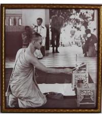 ภาพถ่าย ขาวดำ ร.๙ ทรงผนวช