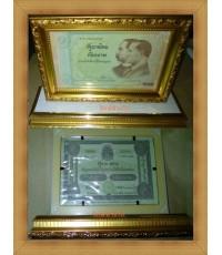 ธนบัตร 100 บาทครบ100 ปีธนบัตรไทยปี 2545 พร้อมกับแท่นวางตั้งโชว์ตั้งฉากกับพื้น
