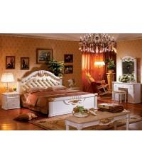 ชุดห้องนอนคลาสสิคสีขาว-ครีม หรู ประดับด้วยทอง 24K แกะสลักลวดลายหรูมาก ๆ ค่ะ