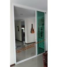 ประตูบานเลื่อนซ้อน3อลูมิเนียมสีอบขาว กระจกใสเขียว 6 มิล