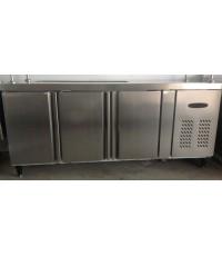 ตู้แช่เย็นเคาว์เตอร์สแตนเลส 3 ประตู,ตู้แช่เคาว์เตอร์สแตนเลสใช้ในบาร์ ขนาดL180*W76*H80cm. ระบบเดินท่อ