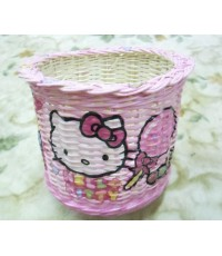 ตะกร้าหวายขาวทรงกลมปากเปีย ลายแมวคิดตี้สีชมพู