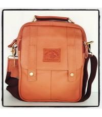 กระเป๋าสะพายหนังแท้รุ่นหูจับสีแทนอ่อนใส่ ipadได้