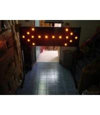 ป้ายไฟเตือนอุบัติเหตุแบบลูกศรแยกกระพริบ ซ้าย-ขวา หลอด LED แบบใช้โซล่าเซล รุ่น ADL-800