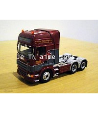 โมเดลรถหัวลาก Scania trucks painted in Van de Wetering Yachttransporten colors 1:50 by NZG