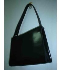 กระเป๋าสะพายสตรีสีดำสี่เหลี่ยม ยี่ห้อ ชอง หลุยส์ เชียเรอร์ มีสายสะพายหนังสีดำ มือสอง
