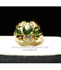แหวนทองคำ 90.0 หนัก 5.500 กรัม ประดับมรกต 2.58 กะรัต ประดับเพชร 0.10 กะรัต