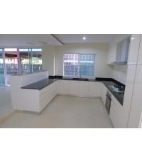 ชุดครัว Built-in ตู้ล่าง โครงซีเมนต์บอดร์ หน้าบาน Hi Gloss สีขาว