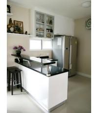 ชุดครัว Built-in ตู้ล่าง โครงซีเมนต์บอร์ด หน้าบาน Hi Gloss สีขาว+Melamine สี Moco Oak