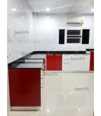 ชุดครัว Built-in โครงซีเมนต์บอร์ด หน้าบาน Acrylic สีขาว แดง