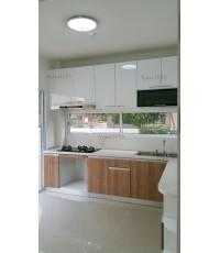 ชุดครัว Built-in ตู้ล่าง โครงซีเมนต์บอร์ด หน้าบาน Melamine สี Capu + PVC สีขาวเงา