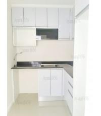 ชุดครัว Built-in ตู้ล่าง โครงซีเมนต์บอร์ด หน้าบาน Laminate สีเทา