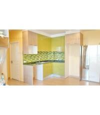 ชุดครัว Built-in ตู้ล่าง โครงซีเมนต์บอร์ด หน้าบาน Hi Gloss สีเขียว + Laminate สี Mocca Firwood