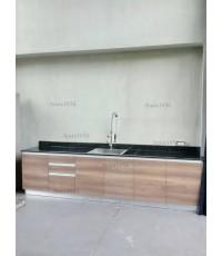 ชุดครัว Built-in ตู้ล่าง โครงซีเมนต์บอร์ด หน้าบาน Laminate สี American Walnut ลายไม้ แนวนอน