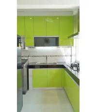 ชุดครัว Built-in ตู้ล่าง โครงซีเมนต์บอร์ด หน้าบาน Acrylic สีเขียว