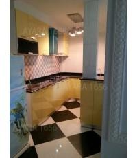 ชุดครัว Built-in ตู้ล่าง + เคาน์เตอร์ โครงซีเมนต์บอร์ด หน้าบาน Hi Gloss สีเหลืองอ่อน